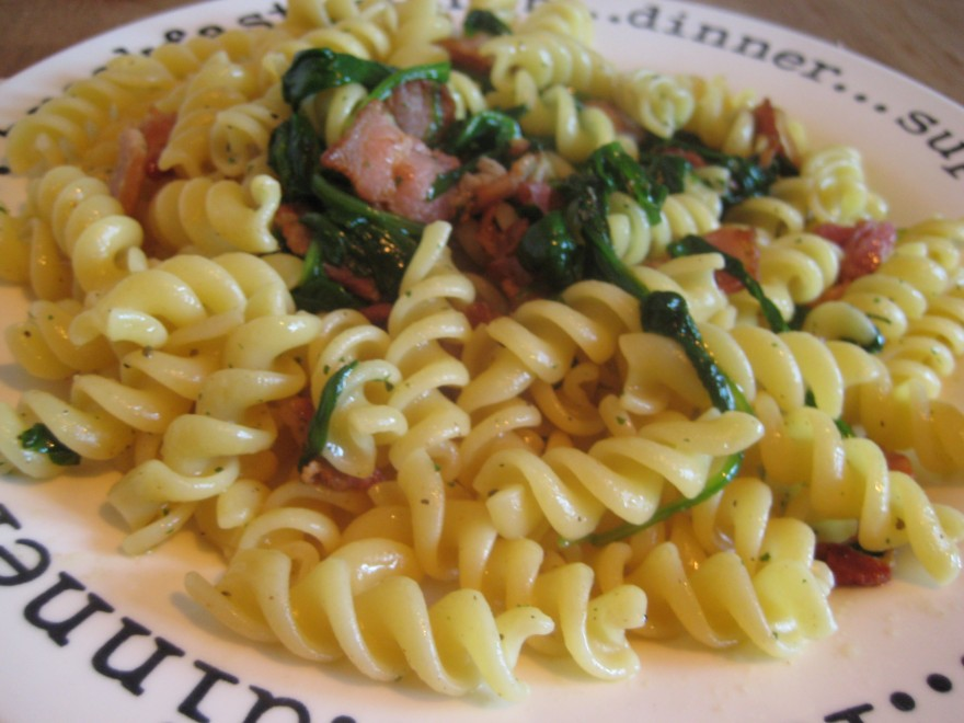 Pasta, with spinach, bacon and sage